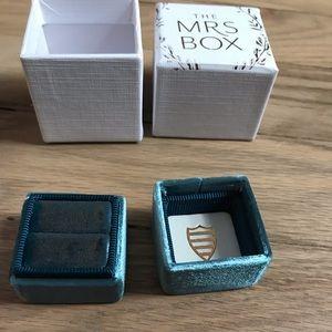 Mrs. Box - The Rory velvet box for engagement ring